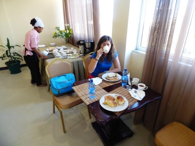 Desayunando en Adiss Abeba.